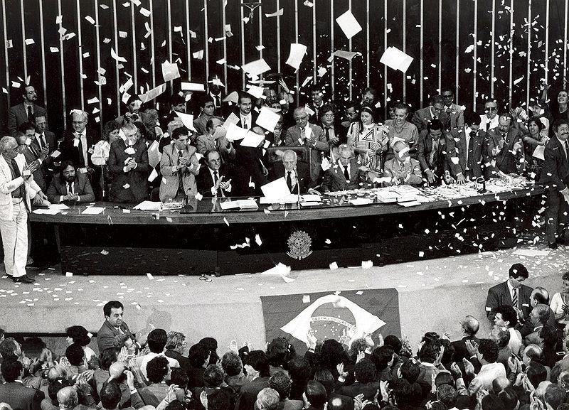 800px-Promulgação-Constituição-1988