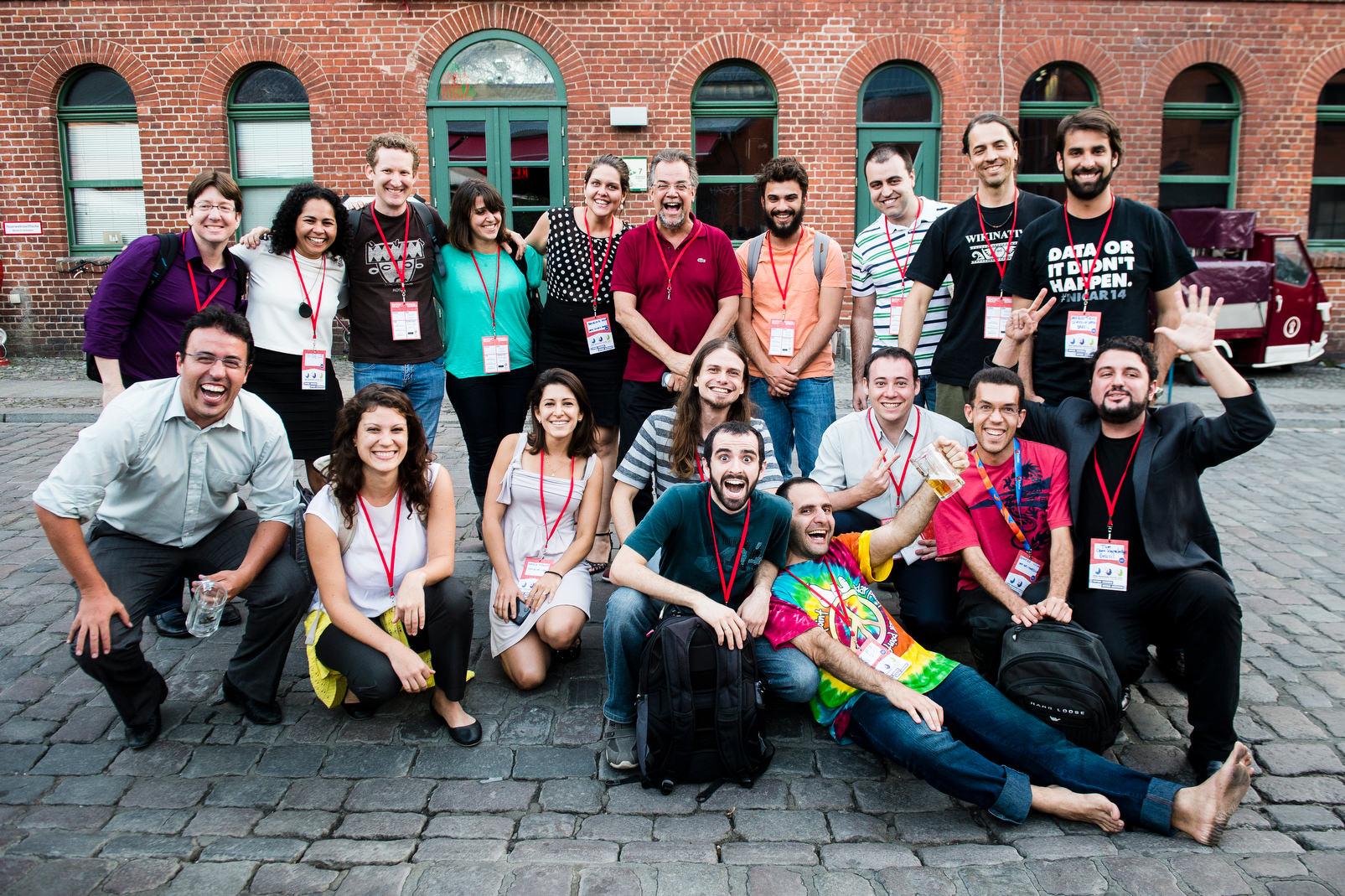 Brasileiros e brasileiras da comunidade da Open Knowledge Brasil durante o OKFest 2014.
